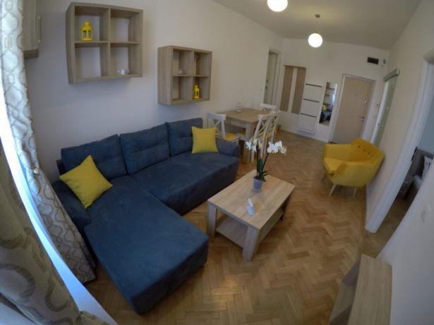 CENTRAL! Apartament 2 camere et.2 – la cheie