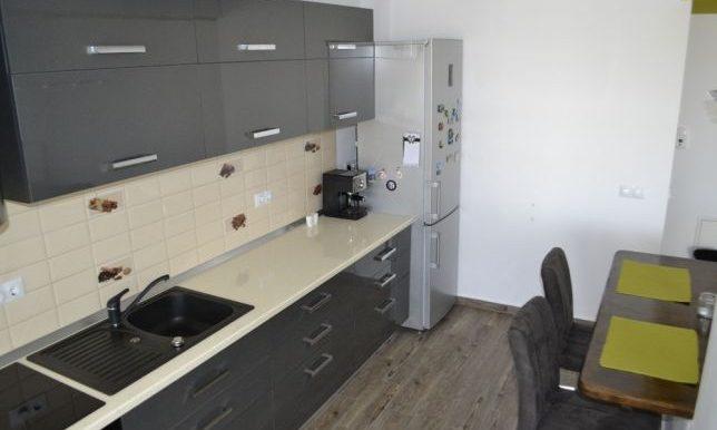 205673233_5_644x461_vand-apartament-3-camere-sibiu