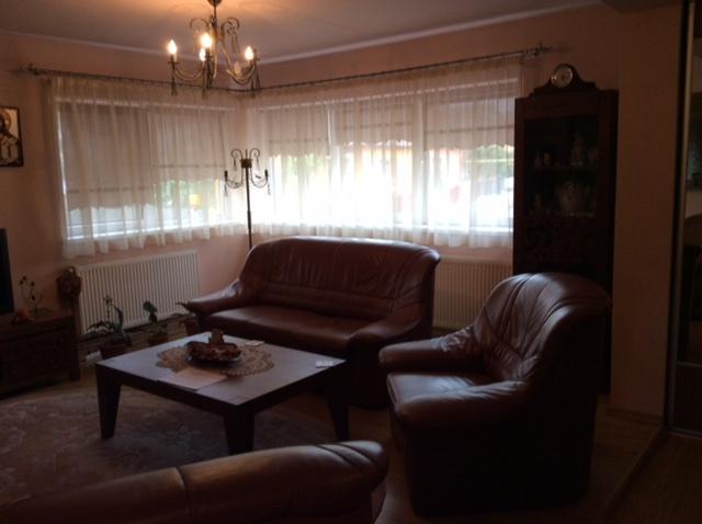 Etaj 1 Tilisca – apartament 3 camere decomandate 120 mpc