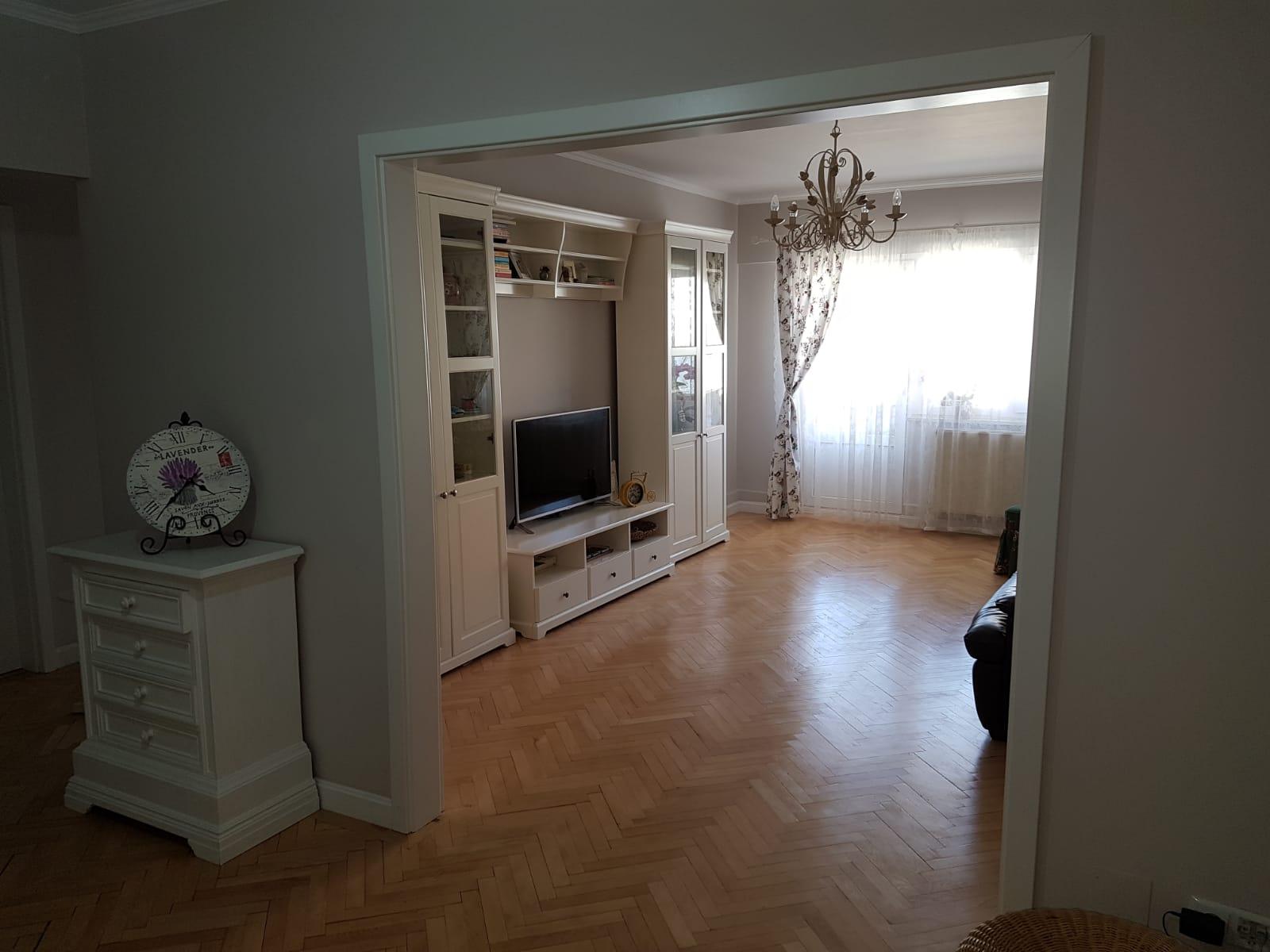 SubArini !!! Apartament MODERN 3 camere 80 mp+ pivnita