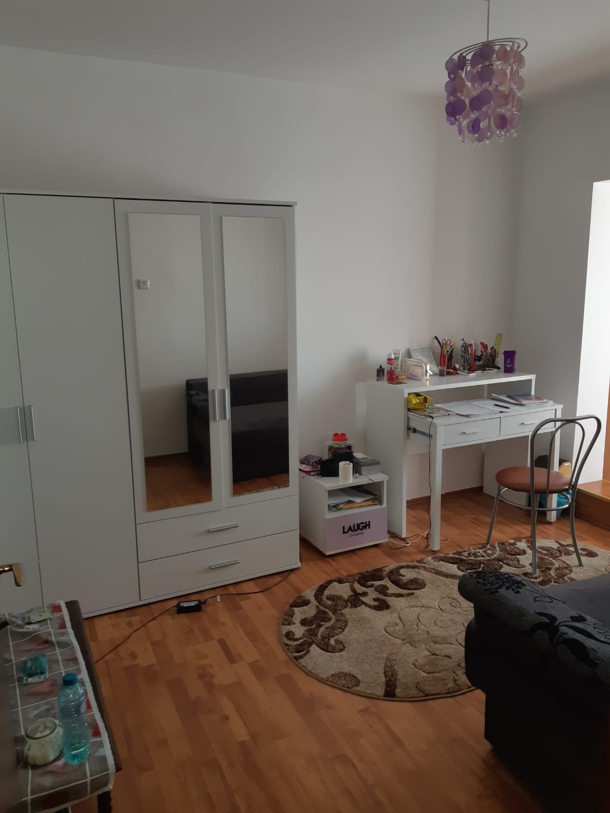 Terezian Et.3 – Apartament 3 camere 3 balcoane + piv.