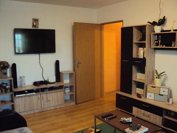 Apartament RENOVAT 3 camere + boxa Hipodrom I/ Scoala nr.6