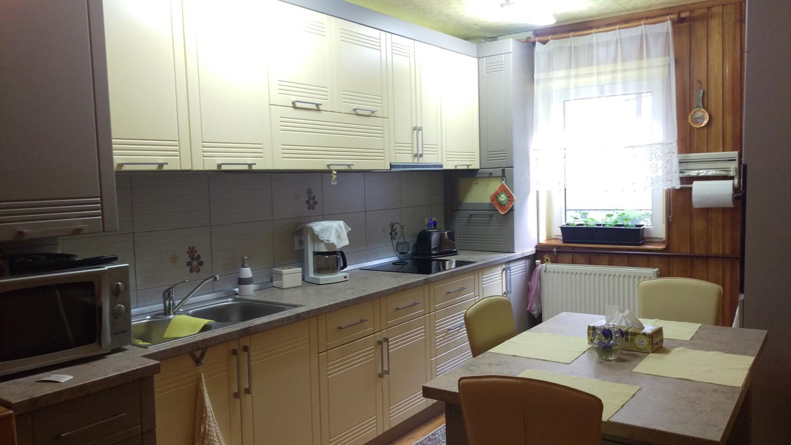 Scoala de Inot/ SubArini/ Centru – Apartament RENOVAT 3 camere 2 bai