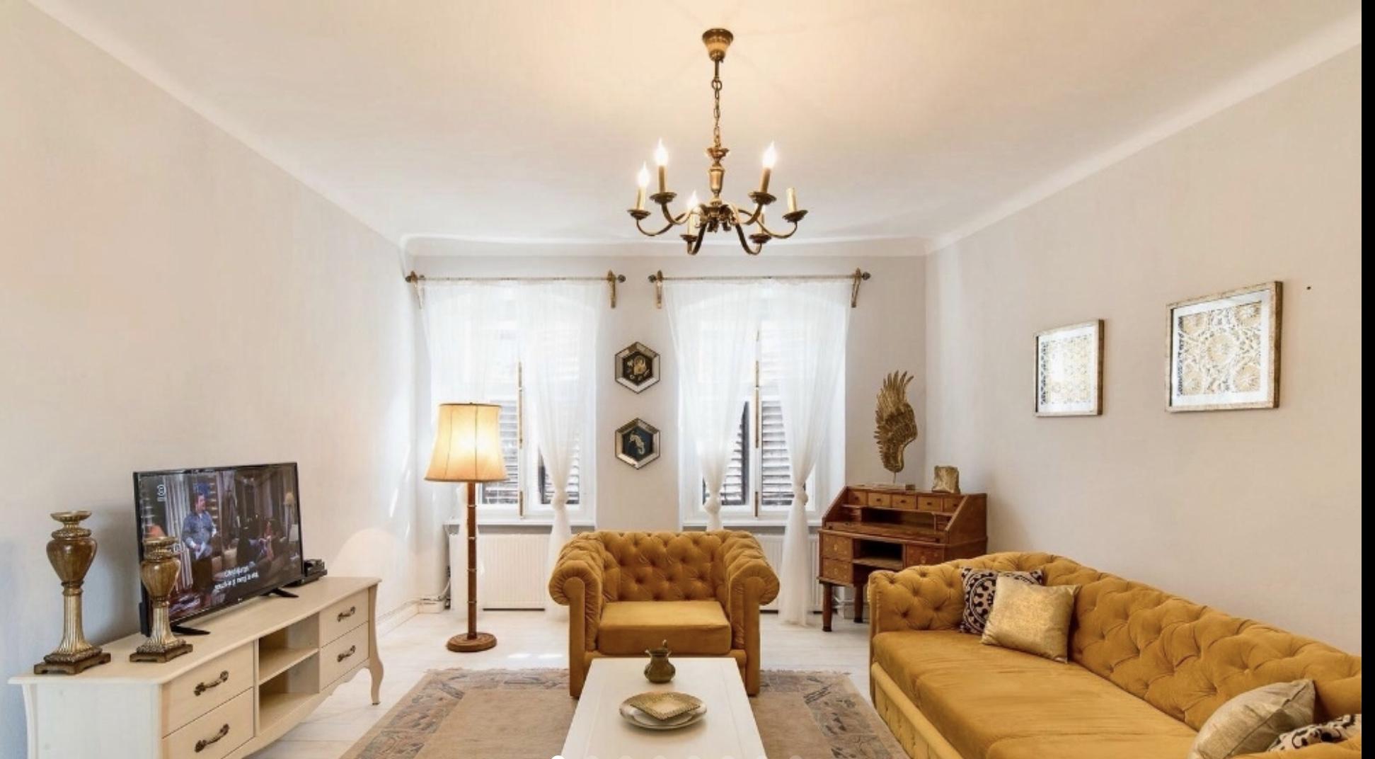 CENTRU ISTORIC Et.1 – Apartament ELEGANT 3 camere
