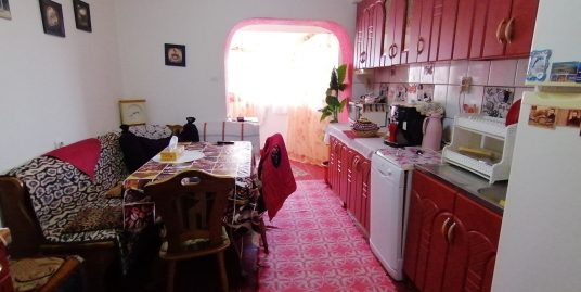 CENTRAL Et.intermediar- Apartament 3 camere 2 bai+ pivnita