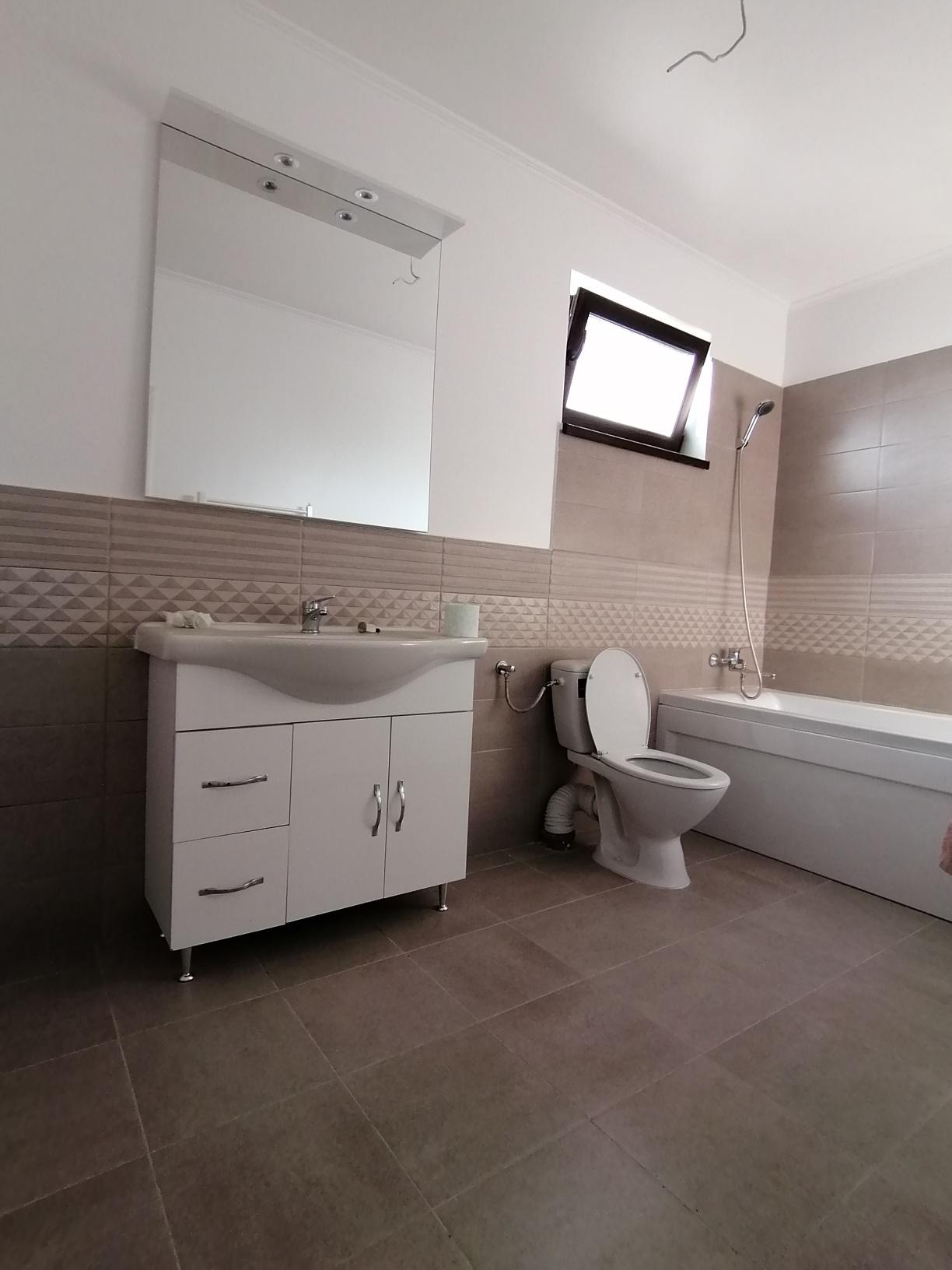 CASA/ Apartament 4 camere 2 bai+ teren Selimbar