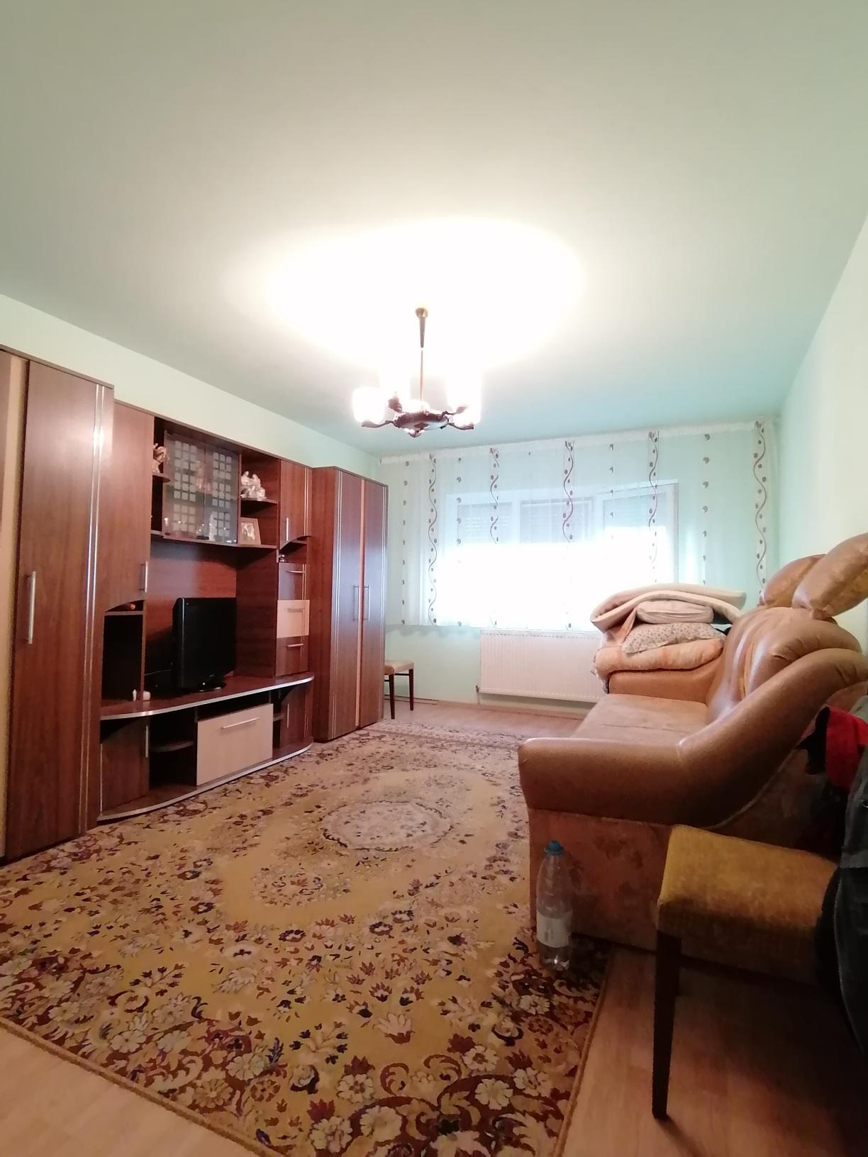 Apartament 2-3 camere+ pivnita Vasile Aaron